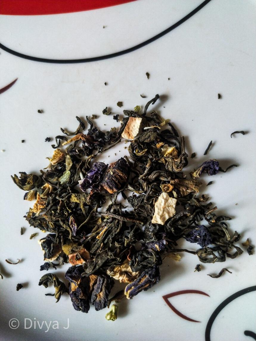 Close Texture shot of Blue pea green tea from Teatrunk
