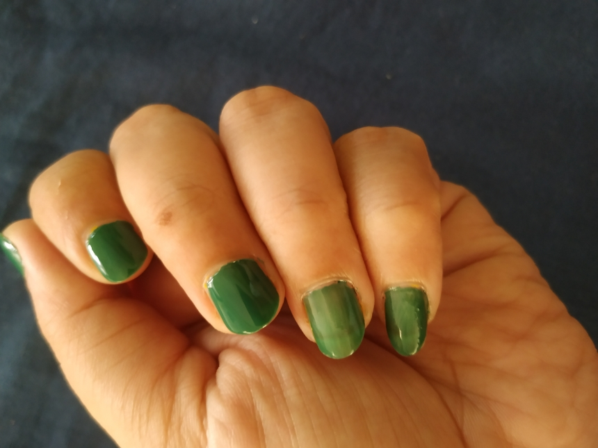 Raw unedited no filter hand swatch of Faces Canada Splash Nail Enamel-Tropical Green