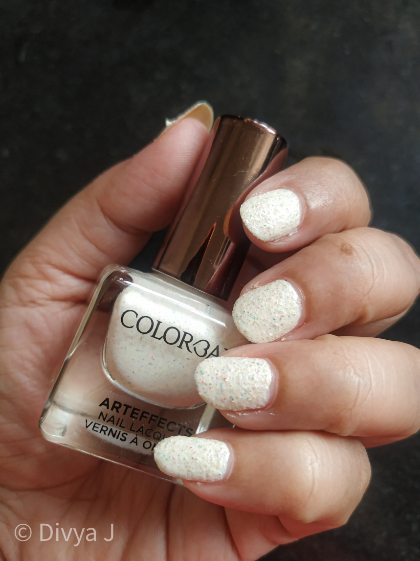 Colorbar Arteffects Jersey-Hacci nail polish bottle and the nails shot
