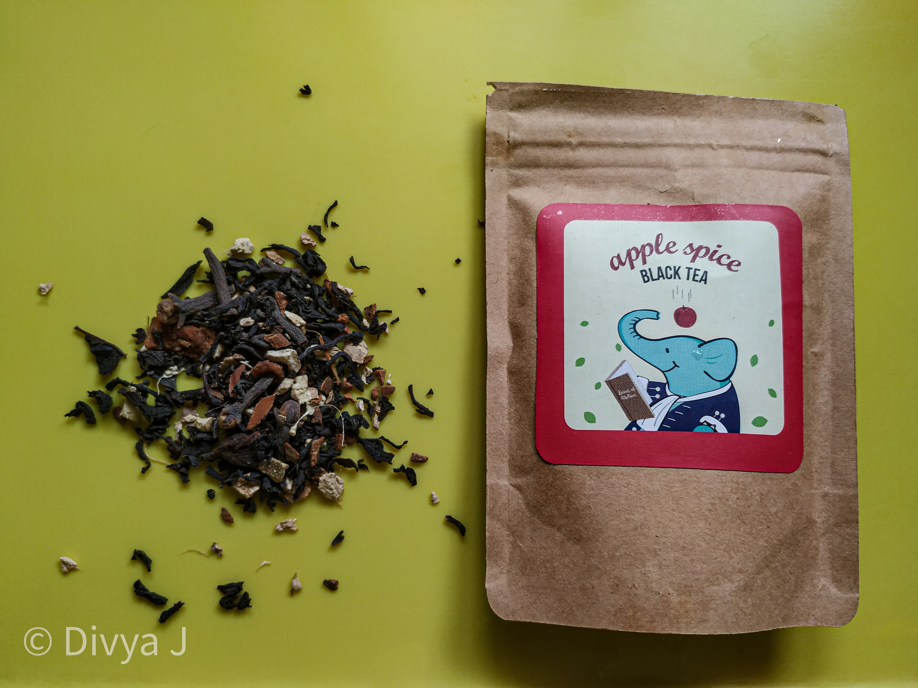 Tea trunk Apple spice black tea with sampler pack and the product